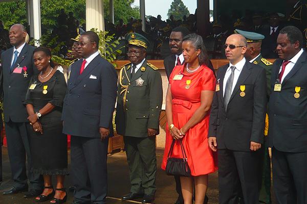 Chevalie2r_médaille_Ordre_Yaoundé_Cameroun